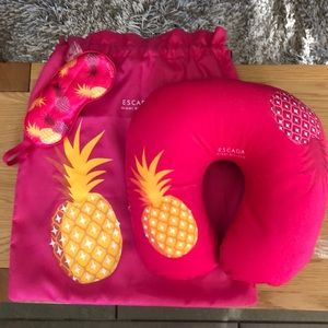Escada Miami Blossom neck pillow travel set  🍍